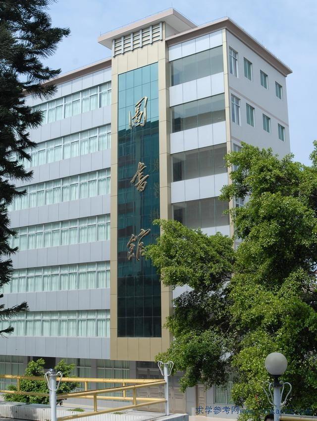 首页 广东技校 技校图片  湛江市幼儿师范学校环境风景     校园夜景