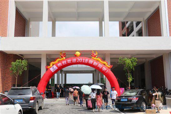 广州科技职业技术学院茂名滨海校区喜迎首批新生(2)